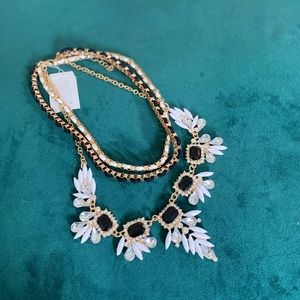 NWT Gorgeous 3 tier Necklace Super in Trend